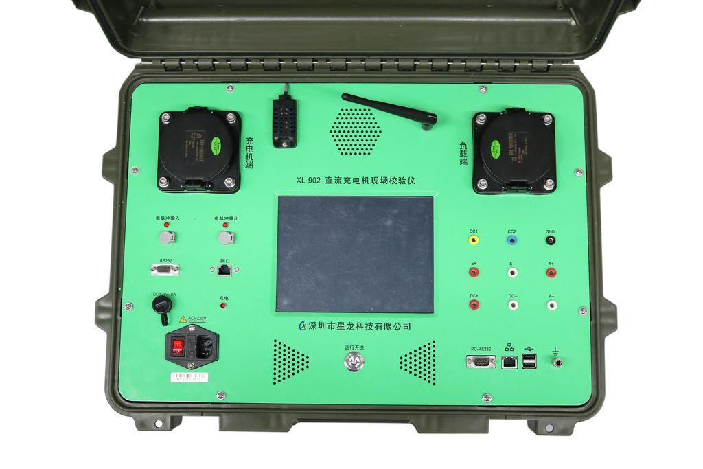 主要功能特点 校验仪结合负载可实现《JJG XXX-2015电动汽车非车载充电机检定规程》中的所有以下检定项目: 1. 工作误差检定; 2. 显示误差检定; 3. 付费金额误差检定; 4. 时钟示值误差检定; 5. 绝缘电阻试验; 6. 温度湿度检测; 同时,除了满足以上检定规程要求,校验仪及负载箱将加入更多符合厂家以及人性化辅助功能,功能包含以下: 1.